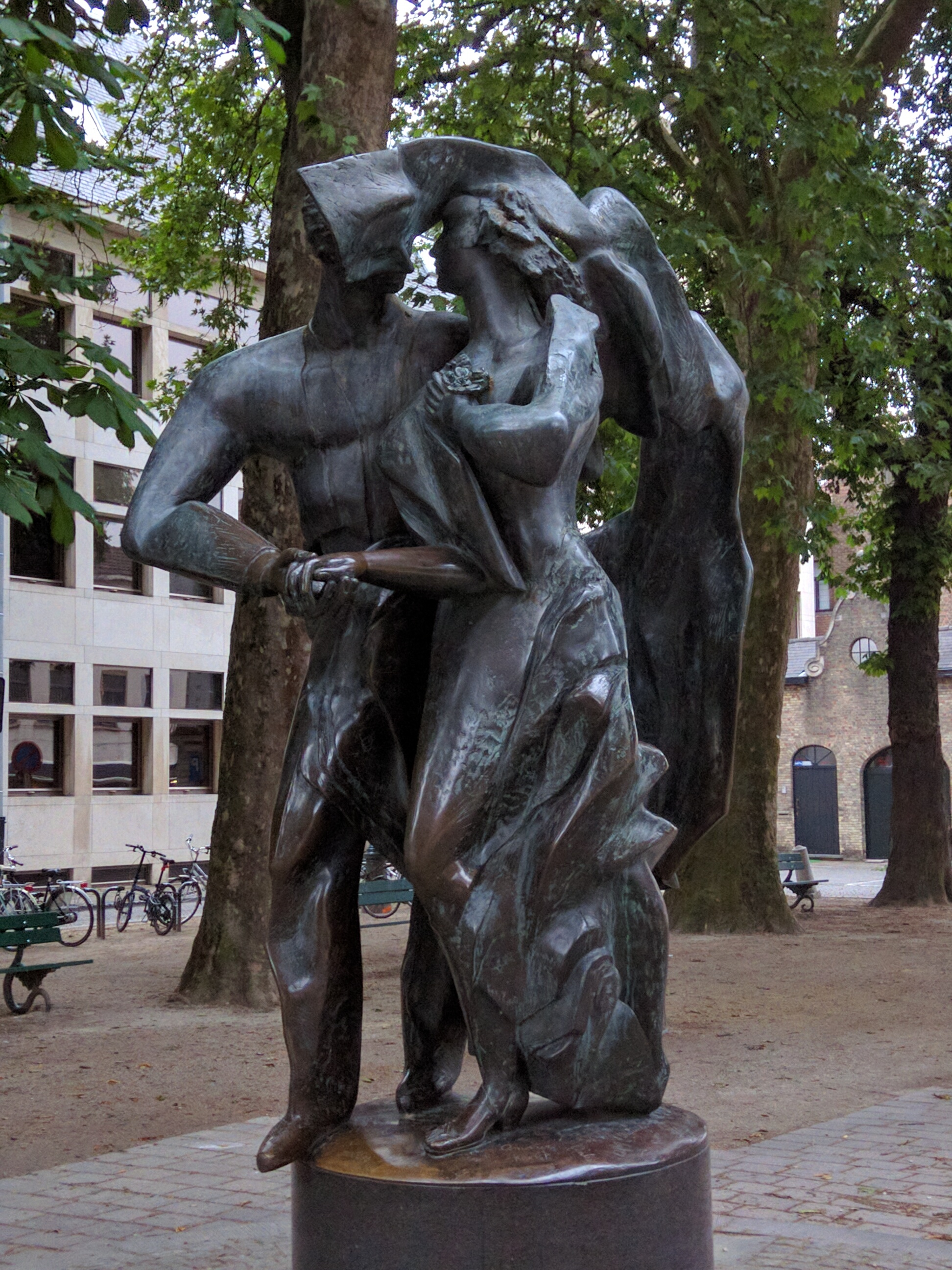 """The Lovers"" --- Brugge, Belgium sculpted by: Livia Canestraro & Stefaan Depuydt"